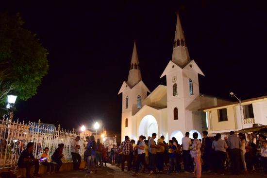 La iglesia de Rocafuerte fue reinaugurada en medio de la emoción de los feligreses