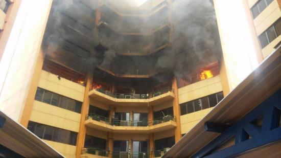 Al menos un muerto en incendio a sede del Ministerio de Hacienda salvadoreño