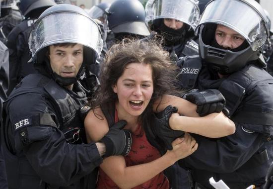Protestas contra la cumbre del G20 deja 45 detenidos y 159 policías heridos