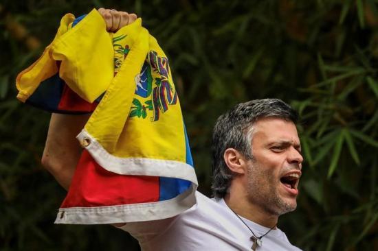 Políticos y líderes mundiales celebran la salida de Leopoldo López de la cárcel