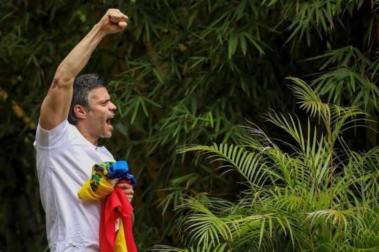 El arresto domiciliario pone fin a más de tres años de Leopoldo López en prisión