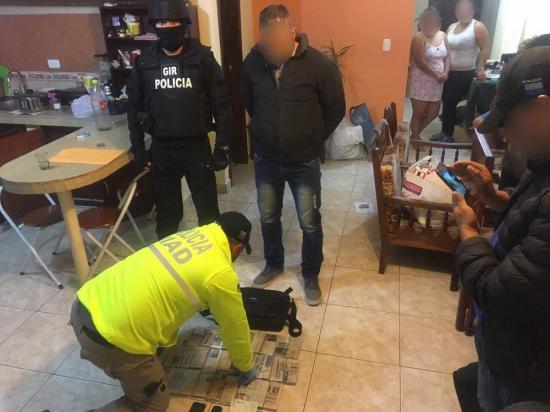 """""""Fortaleza"""" deja 8 presos"""