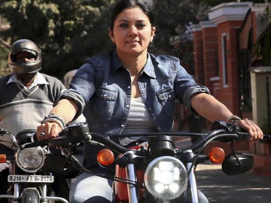 Ladrones se llevan moto