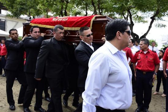William Salazar, jefe del Cuerpo de Bomberos de Portoviejo, fue sepultado este sábado