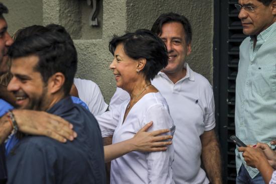Leopoldo López lleva puesto un brazalete electrónico
