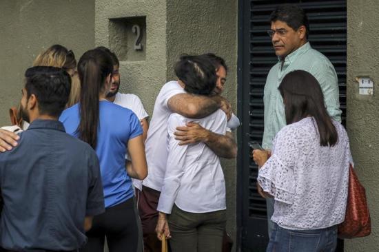 Leopoldo López está bien de salud y 'feliz' de estar en casa, según familiar