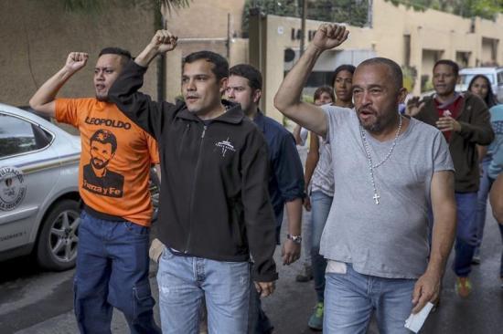 Líderes opositores celebran el arresto domiciliario para Leopoldo López