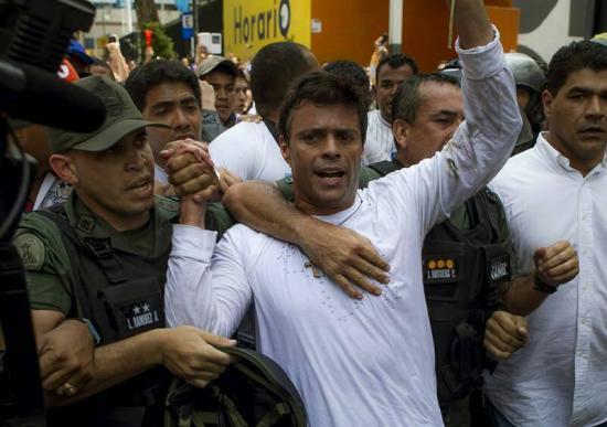 Leopoldo López sale de la cárcel tras 3 años y pasa a arresto domiciliario