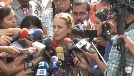 Esposa de López dice que arresto domiciliario fue para garantizar su vida