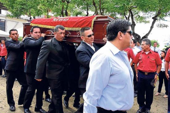 Sepultan a William  Salazar