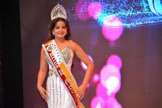 Éricka López es la nueva reina del cantón Chone