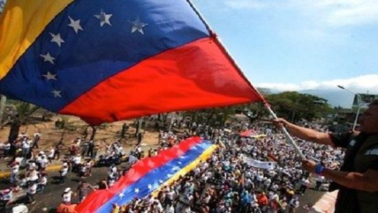 Opositores venezolanos se concentran en Caracas por 100 días de 'resistencia'