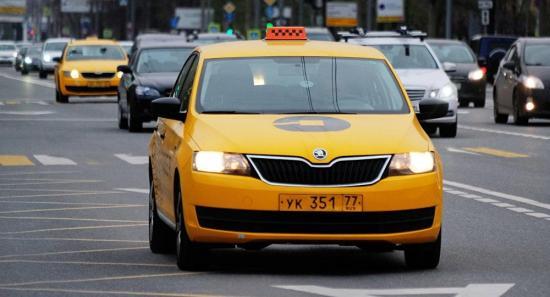 Masiva protesta de taxistas chilenos contra aplicaciones Uber y Cabify