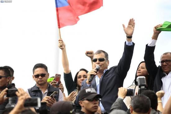 Rafael Correa se despidió de sus simpatizantes: 'Cuiden al país, cuiden la revolución'