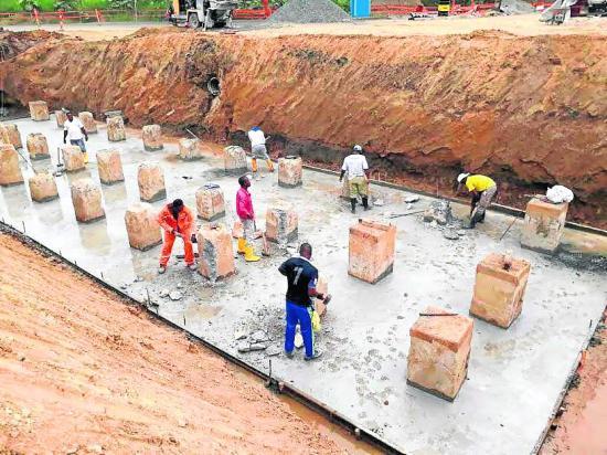 Colocaron 66 pilotes y ahora trabajan en la  cimentación del puente
