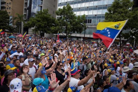 Opositores venezolanos inician 'trancazo' de diez horas contra la 'dictadura'