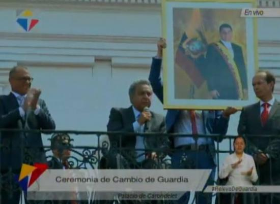Presidente Moreno pide 'un aplauso' para despedir a Rafael Correa