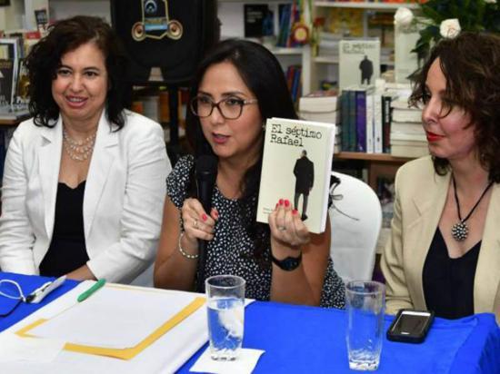 """Mónica Almeida y Ana Karina López: """"Libro no es ataque a Correa, sino una pincelada sobre él"""""""