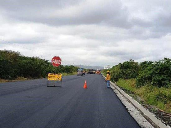 Rehabilitación de vía Montecristi-La Cadena con un 70% de avance