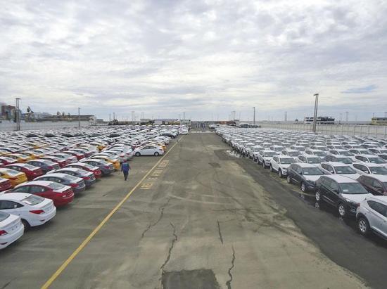 Llegan carros para trasbordo a Perú
