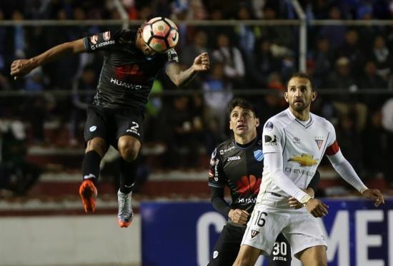 Bolívar vence 1-0 a Liga de Quito con autogol de Barcos