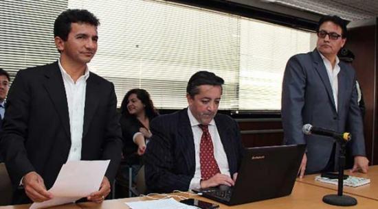 Levantan orden de prisión a Cléver Jiménez y Fernando Villavicencio; ahora usarán brazalete electrónico
