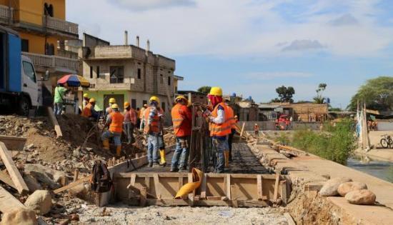 Ecuador detiene construcción de muro en frontera con Perú, asegura canciller
