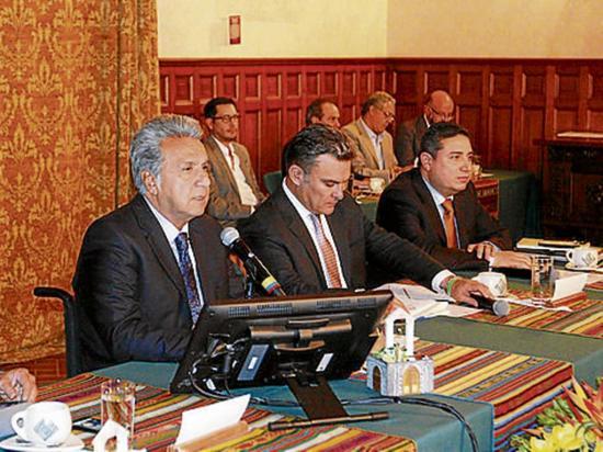 El presidente llama a la unidad en reunión con legisladores de PAIS