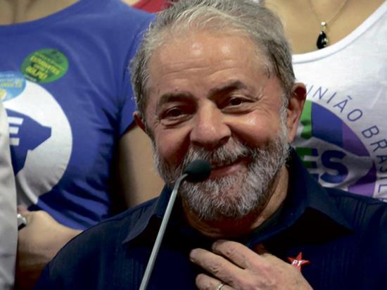 Sentencian a Lula da Silva a nueve años de prisión