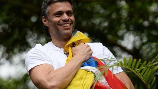 Leopoldo López vota desde su arresto domiciliario en la consulta opositora