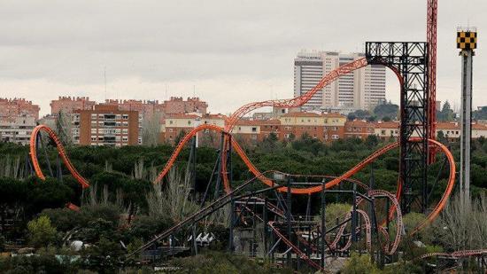 Accidente en una montaña rusa deja 33 personas heridas en Madrid