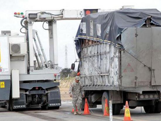 Agentes aduaneros retienen 5 camiones con productos