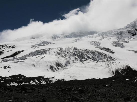 Volcán Antisana pierde su ropaje blanco