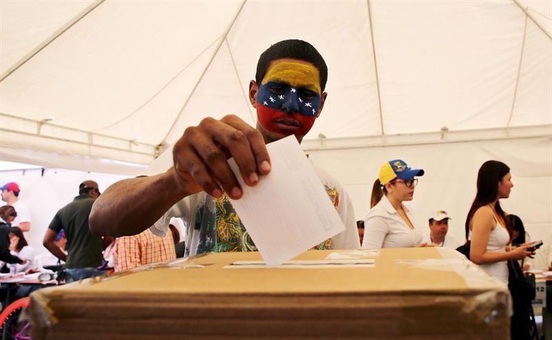 El chavismo acusa a la oposición de inventarse 5 millones de votos en su consulta