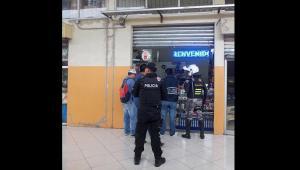 Allanan varios locales de venta de celulares en la terminal terrestre de Portoviejo