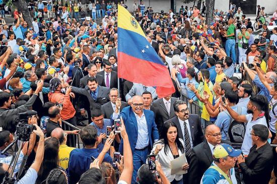 """Oposición convoca hoy a """"Gigantescas movilizaciones"""""""