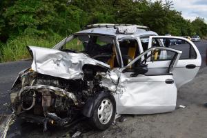 Un muerto y cinco heridos en accidente de tránsito en la vía Manabí-Guayas