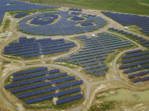 En China inauguran una planta de energía solar con forma de oso panda