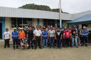 Obreros del Municipio de Puerto López protagonizan huelga de 'brazos caídos'