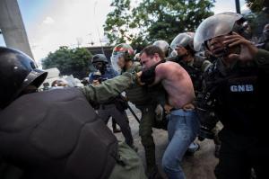 Ecuador acompañará 'todo proceso de diálogo' en Venezuela, dice la canciller Espinosa