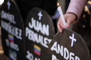 Policía muere de un disparo en protestas y Venezuela cifra 108 muertes