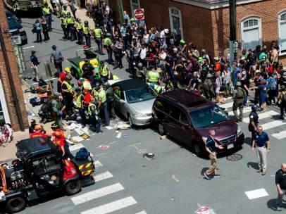 Al menos un muerto y 19 heridos en atropello tras marcha supremacista en EE.UU.