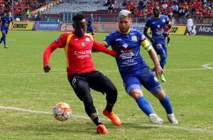 Deportivo Cuenca y Delfín SC empatan 1-1 en el estadio Serrano Aguilar