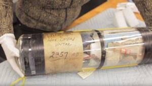Abren en Siberia cápsula del tiempo enterrada en 1967 con mensaje 'leninista'