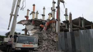 Estructura de hotel afectado por el terremoto del 16 de abril colapsó