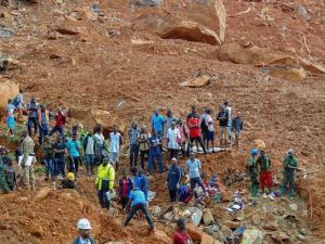 Ecuador lamenta devastación en Sierra Leona por alud con más de 260 muertos