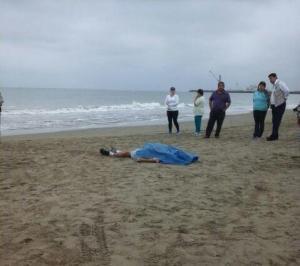 Hombre es hallado sin vida en la playa El Murciélago, en Manta