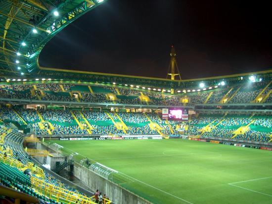 Suspenden 6 meses al presidente de un equipo de fútbol portugués por 'escupir' a dirigente rival