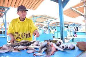 Evisceradores de pescado competirán por ser el más rápido