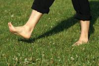 Hombre rompe récord mundial tras caminar descalzo de Alemania a Suiza